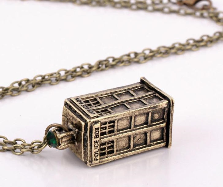 DR WHO FAME CALL BOX BRONZE TARDIS NECKLACE