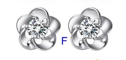 FLOWER CLEAR CRYSTAL EARRING